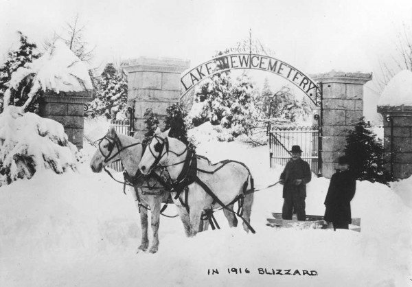 x35-16-blog-lakeview-cemetary-1916-snow.jpg